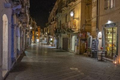 Taormina po zmroku zupełnie pustoszeje... zaobserwowane w marcu :)